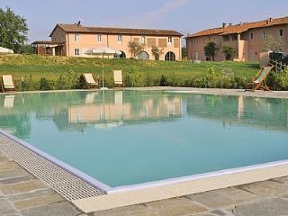 2 bedroom Villa in Pontedera, Tuscany, Italy : ref 5228938