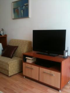 Large screen Internet TV with cable. Blue Ray player & USB. Wi-FI available in the whole apartme