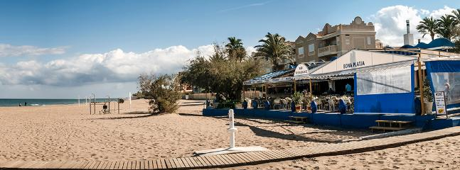 Part of the 20km beautiful safe & sandy beach,& beach restaurant-only 4 minutes walk from th