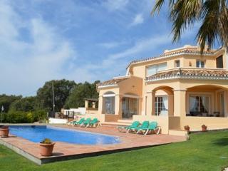 Villa de 4 habitaciones con piscina AH147, Sotogrande