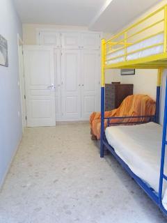 Dormitorio 1 tiene 3 camas