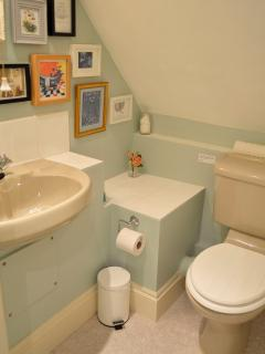 Twin room en-suite bathroom with over head shower