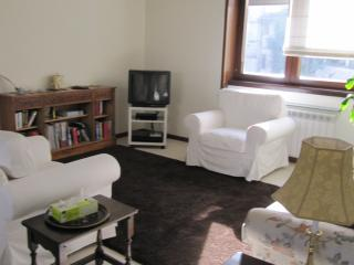SUNNY 3 BEDROOM CENTRAL NEAR GARDENS