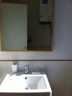 Le Caiole - Castagno / Chestnut. The bathroom.