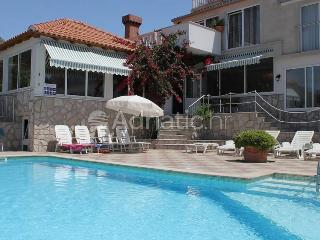 Family break near Dubrovnik with pool and BBQ, Cavtat