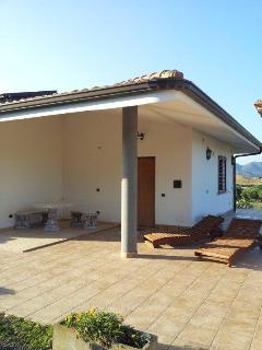 Terrasse der Villa Limone mit Relaxzone im Eingangsbereich
