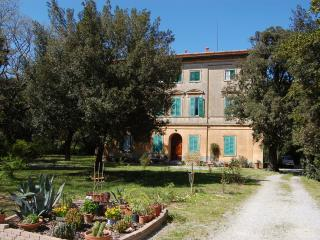 Beautifuls apartments in a toscane villa 1800, Livorno