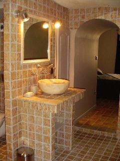 Salle de bain privée attenante à la chambre