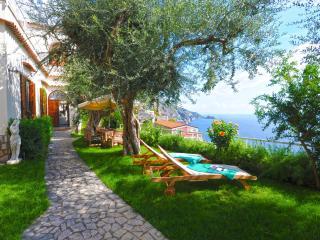villa San Giovanni con giardino vista mare