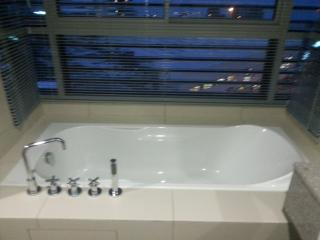 Nice bathtub in master bedroom with sea view