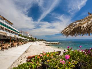 great sunny getaway near Split