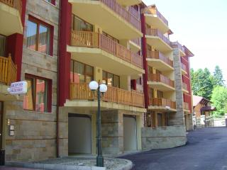Sequoia Apartments, Govedartsi