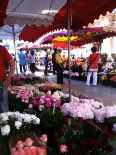 The Aix en Provence markets animate the town with colours and noises.