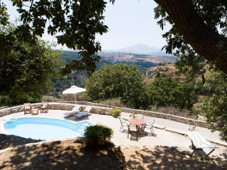 Stone Built villa Limeri, with private pool+BBQ+Shaded Patio.15km to town-beach