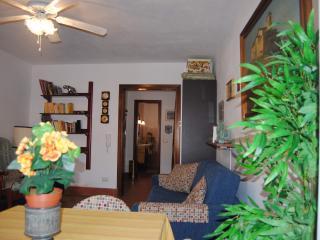 Mini appartamento signorile, sul porto., La Maddalena