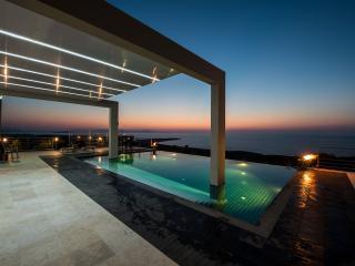 Villa Martin, exclusive private villa with pool & sea view, 10-12 persons