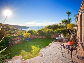 THE STUDIO, romantic studio by the beach with lush garden and superb sea views