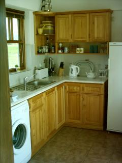 Fully equiped kitchen, fully sized oven, fridge and washing machine.