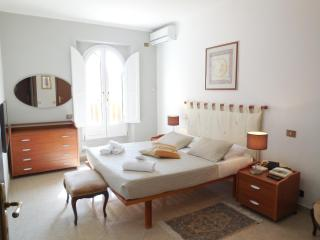 Rome, 100 meter from Spanish Steps, 2 BR, A/C,WIFi