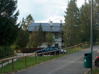 lato sud  con vista dalla pista ciclabile delle Dolomiti (Calalzo-Dobbiaco) - Cicle track side
