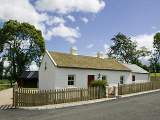 Sophie's Cottage - Irish thatched cottage, Derrylin