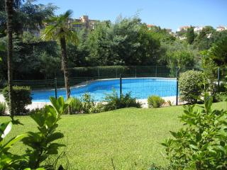 Garden flat with shared pool