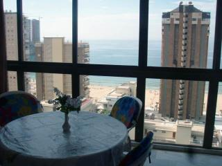 2 bed apt - 150m Levante beach, Benidorm