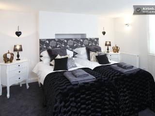 The boudoir, en-suite king double or twin