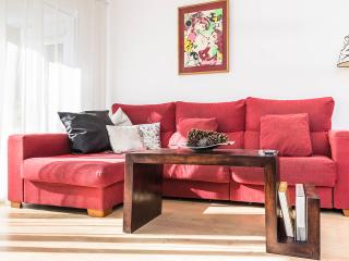 The apartment is modern, fresh, comfortable and very sunny.