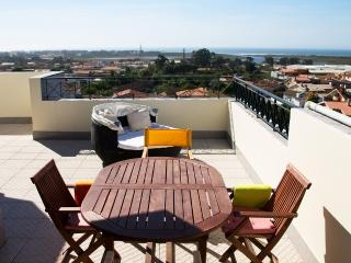 Penthouse with great  coastal views beside Oporto