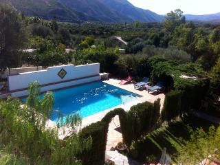 Beautiful pool - an oasis in the countryside