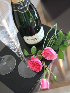 Enjoy complimentary Bubbly on arrival