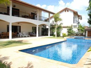Fabulous Family Villa with Pool - 4 Bedrooms