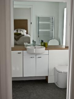 One of our large and luxurious en suite bathrooms.