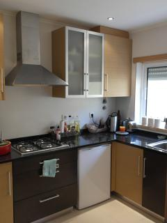 Fully equipped kitchen, including a dishwasher