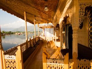 kharpalace group of houseboat, Srinagar
