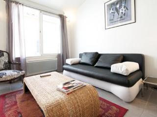 10 mn des arènes/ grand studio duplex climatisé , cosy et calme
