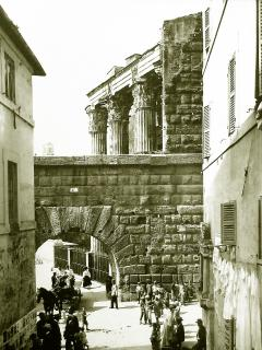 Time machine: on the right the building where Casa Iulia Lucretia is... was... is actually placed.