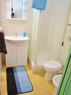 Apartment COUS COUS - bathroom with shower