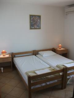 Bed room with two single beds of the apartment no. 3
