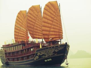 Indochina Sails Premium, Halong Bay
