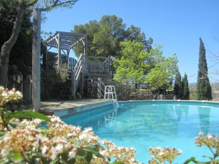 Villa Janet Village in vineyards near hills/beach, Pezenas