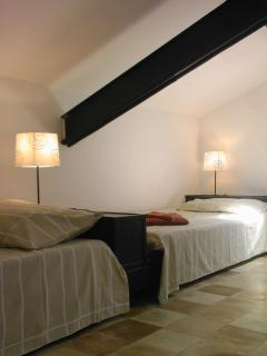 Futon beds, Zen room, and simply the very best view over village, vineyards and vistas panoramic!
