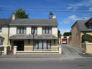 Fair Hill - Modern Town House-Great Location-Wi-Fi, Killarney