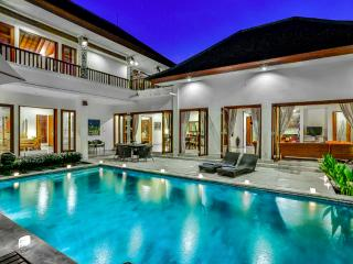 VILLA SHANTI - LUXURY 4 BEDROOM IN PRIME LOCATION, Seminyak