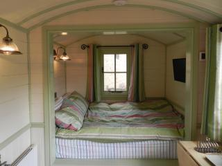 Cosy double alcove bed