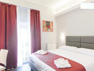 DOUBLE ROOM WITH PRIVATE TOILETTE, SHOWER, LCD 22' TV, SKY PPV, FREE WI-FI, MINIBAR, AMENITIES.