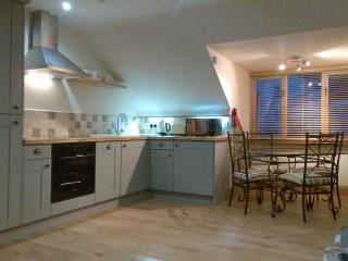 The kitchen has lots of oak and some nice Farrow and Ball paintwork, plus all the appliances and equ