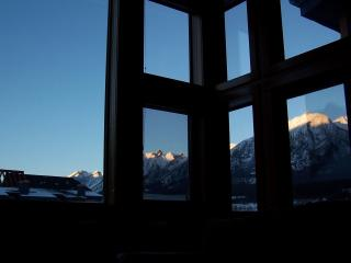 Views from WALLS OF GLASS, free wifi, Park Pass!!, Canmore