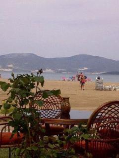5 mins for doorstep is Aldente beach bar